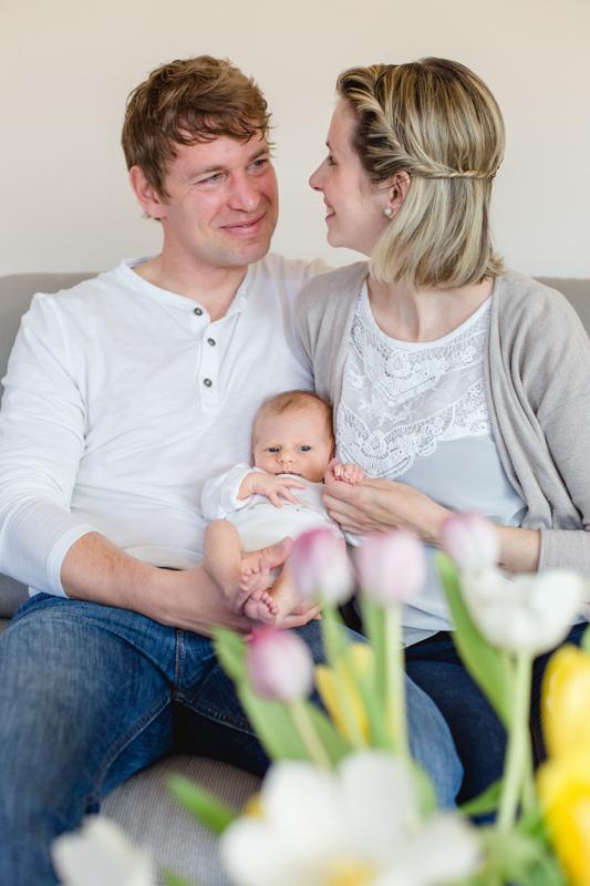 Fotoaufnahmen auf der Couch aufgenommen von der Fotografin aus Rostock.