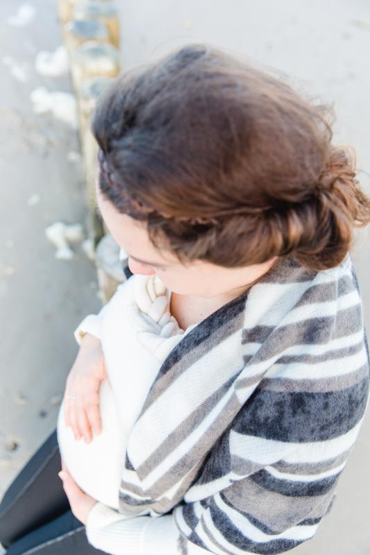 Babybauchshooting mit Pullover
