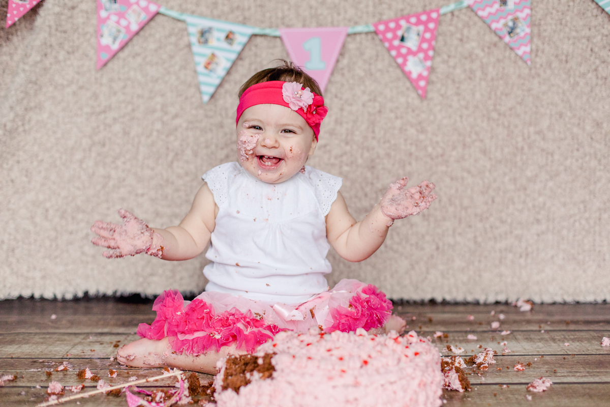 Tortenfotoshooting mit einem kleinen Mädchen