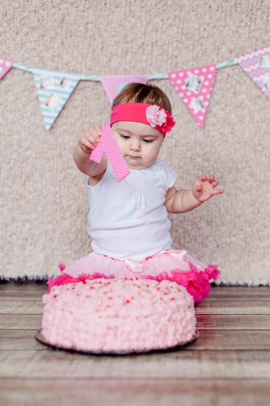 Fotoshooting zum ersten Geburtstag mit Torte