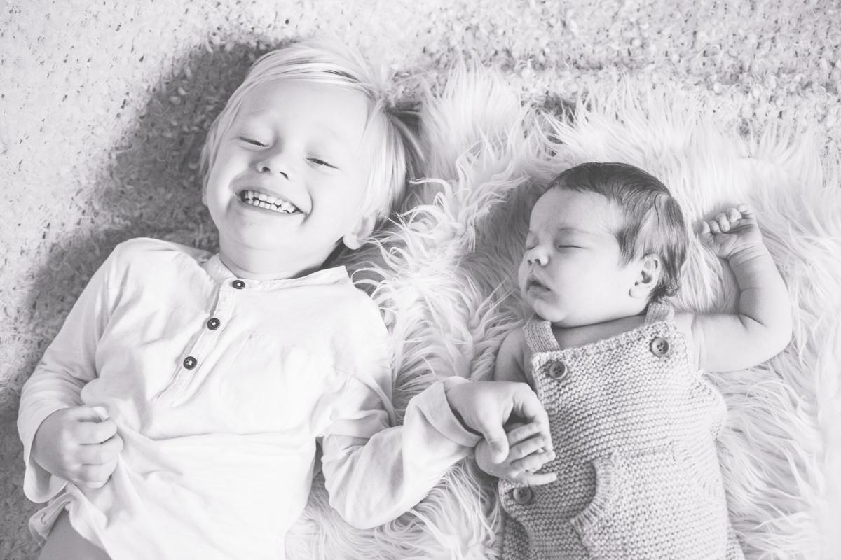 Fotos von zwei Geschwistern