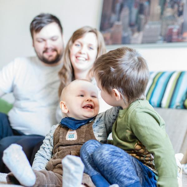 Homestory in Rostock - Familienshooting bei Thorben, Henrik und seinen Eltern