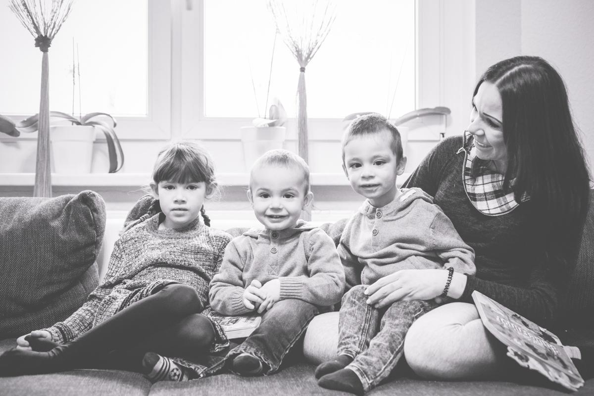 Familienfotos auf der Couch