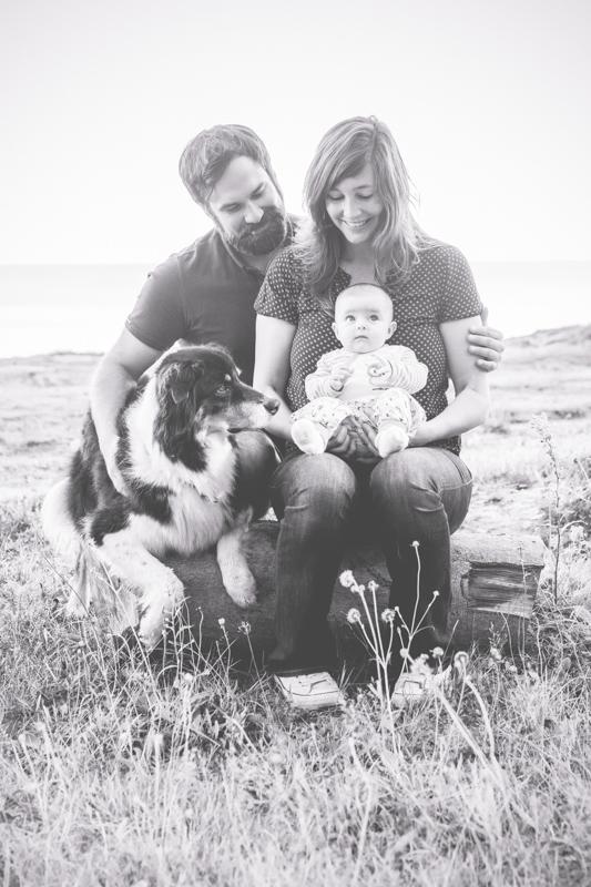 Fotos einer Familie mti Hund.