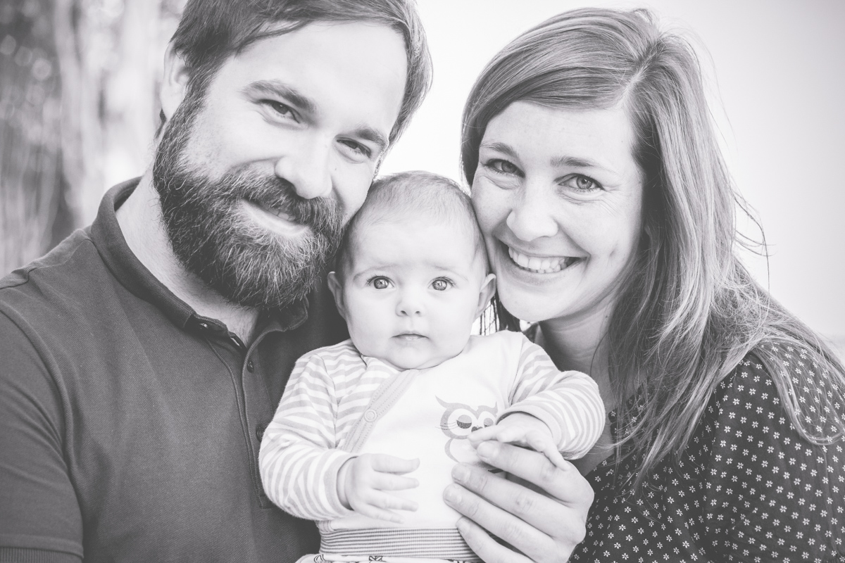 Emotionales und natürliches Familienfotos.
