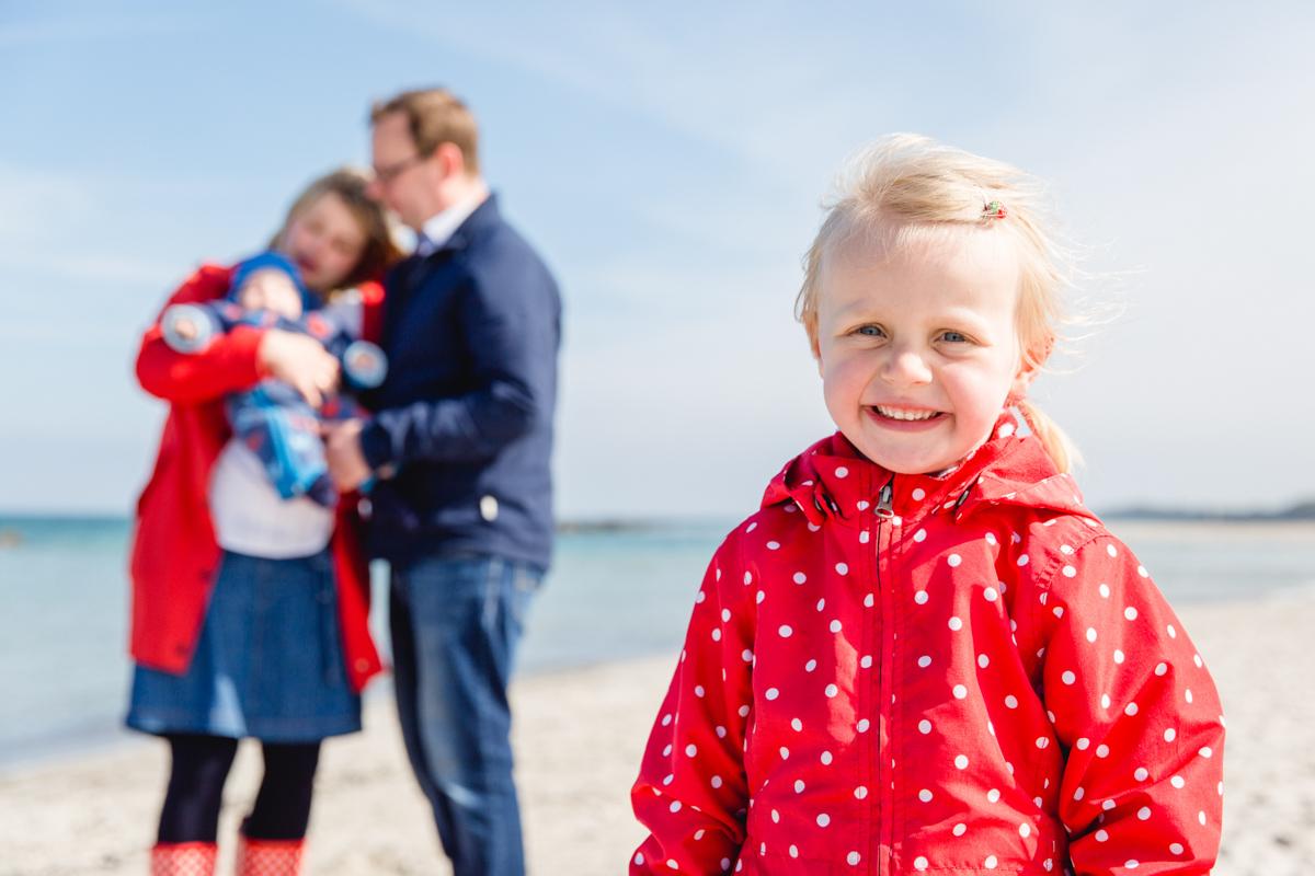 Familienmomente fotografiert am Meer.