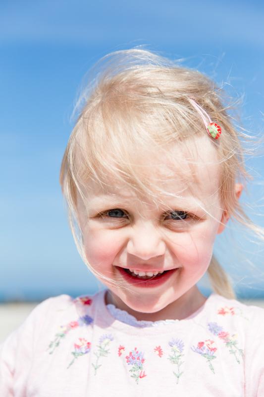 Kinderfoto aufgenommen am Strand.