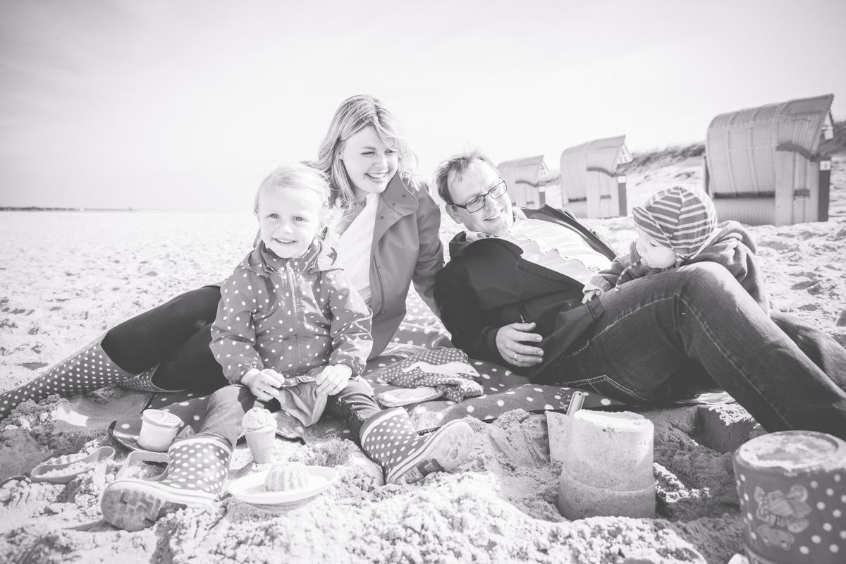 Familienzeit am Strand.