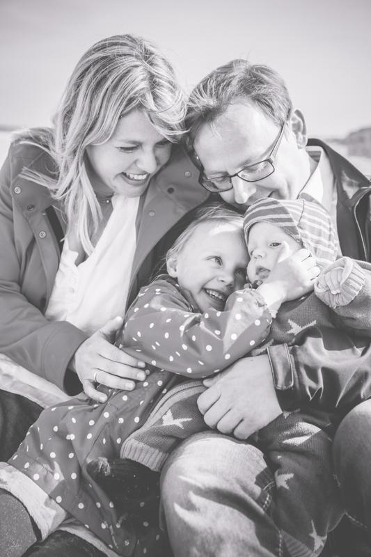 Familienfotos aufgenommen am Strand.